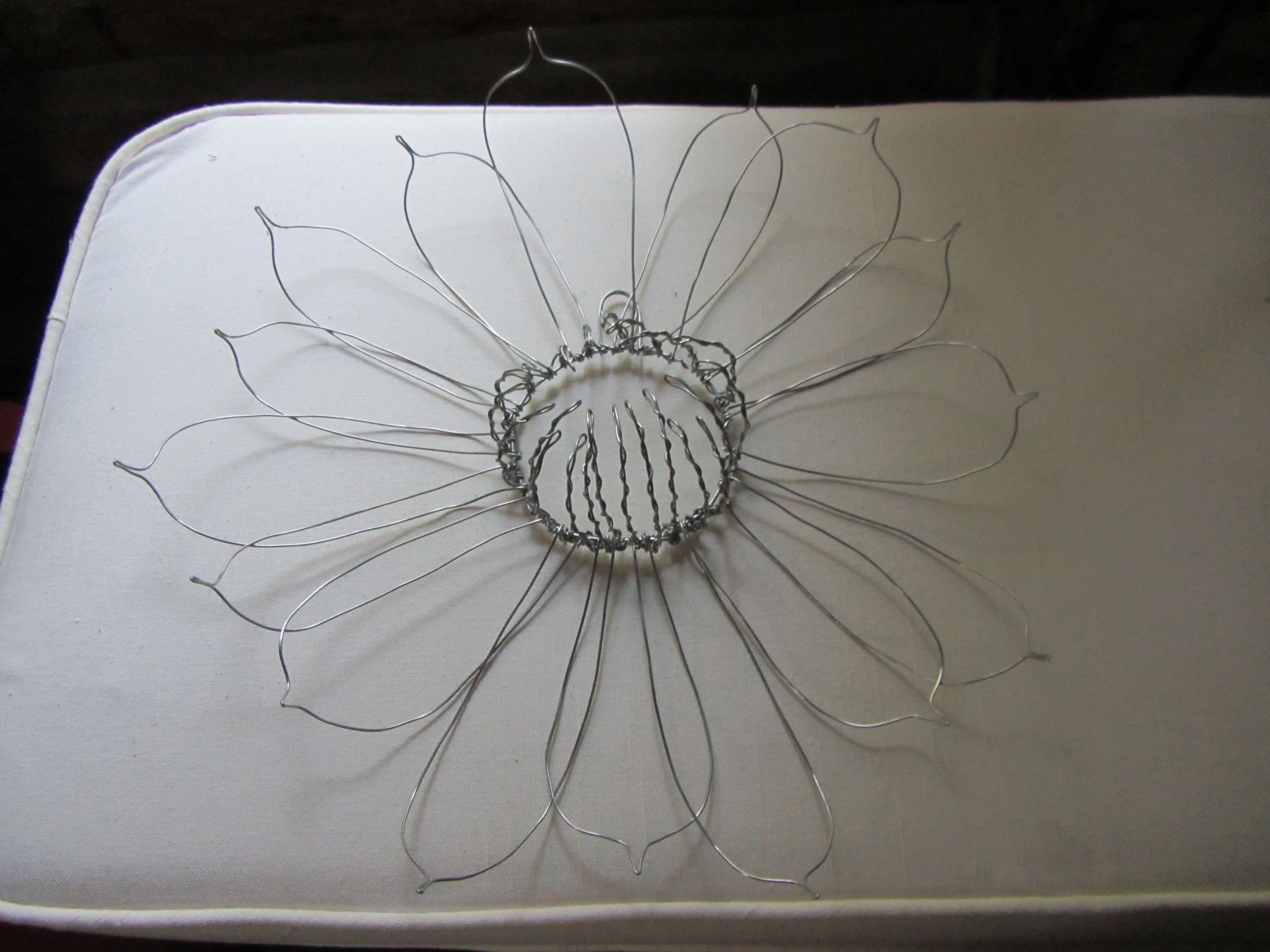 Flowers wire sculpture bing images for How to make a wire sculpture